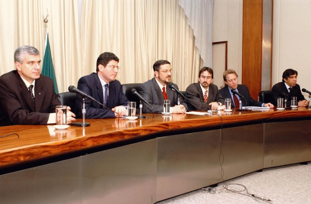 A equipe econômica do primeiro governo Lula: o atual ministro Joaquim Levy, o 'neoliberal petista' Antonio Palocci e Marcos Lisboa, um dos 'débeis mentais do Rio de Janeiro';