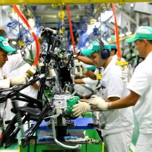 Uma linha de montagem de uma indústria na Zona Franca de Manaus.
