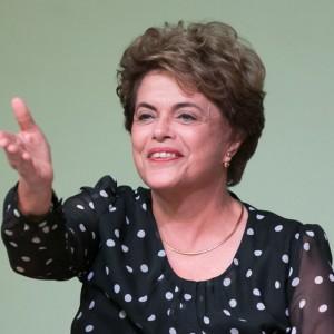 Brasília(DF), 30/05/2016 - Presidenta afastada Dilma Rouseff esteve na UnB para lançamento do o livro A resistência ao golpe de 2016 - Foto: Daniel Ferreira/Metrópoles