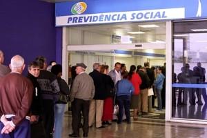 fila-de-aposentados-em-agencia-da-Previdencia-Social-size-598