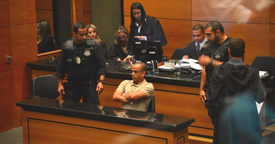 s-no-rio-de-janeiro-luiz-fernando-da-costa-o-fernandinho-beira-mar-centro-participa-de-sessao-de-julgamento-no-tribunal-do-juri-do-1363129370599_956x5001